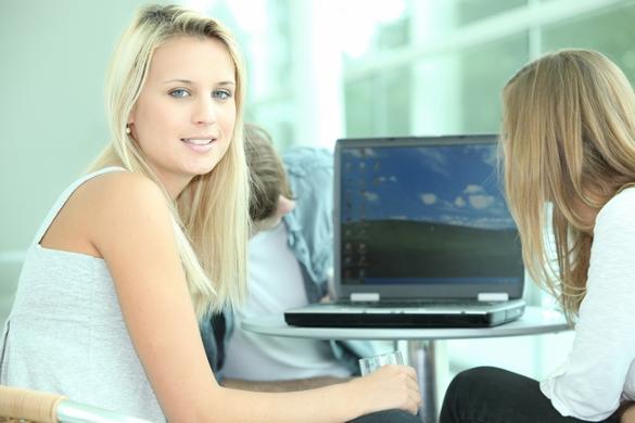 Les étudiants passent trop de temps devant les écrans. ©Phovoir