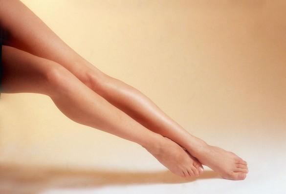 Après une liposuccion des mollets, il faut attendre 3 à 6 mois pour apprécier un résultat définitif. ©Phovoir