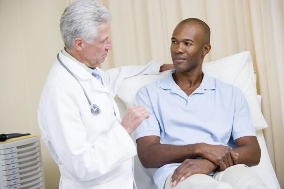 Toute douleur en coup de poignard au niveau de l'abdomen ou du flanc nécessite une consultation médicale rapide. ©Phovoir