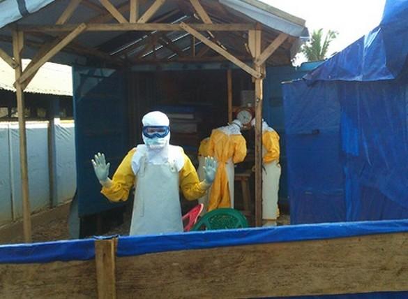 Essai clinique JIKI Inserm – Centre de traitement anti-Ebola à Nzérékoré en Guinée. ©X. Malvy & D. Sissoko/Inserm