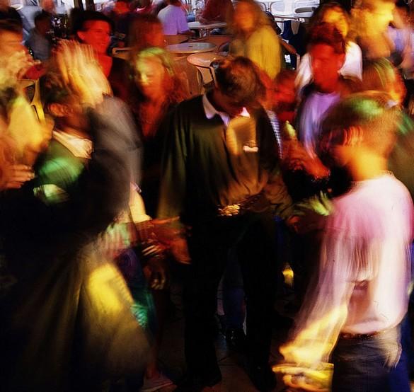 L'ecstasy est notamment consommée par les jeunes dans les environnements festifs. ©Phovoir
