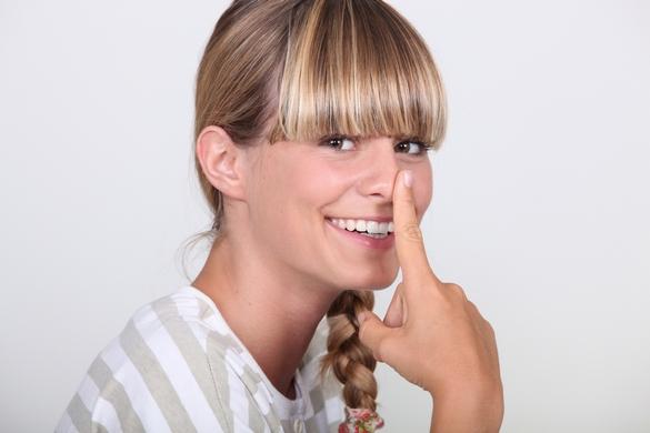 Donnez de la force à vos cheveux colorés pour faire durer l'effet ! ©Phovoir