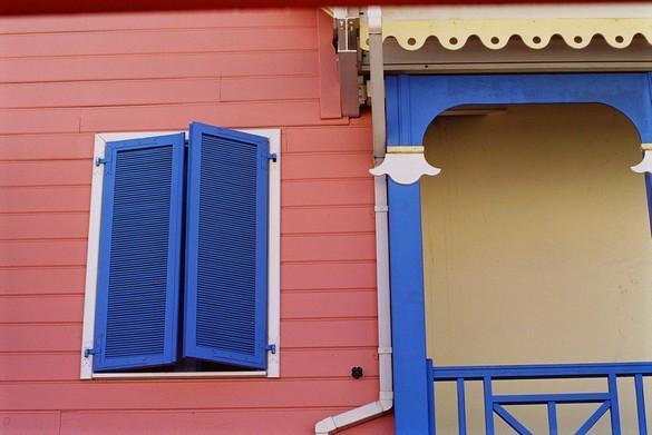 Pensez à fermer les volets et les fenêtres aux heures les plus chaudes. ©Phovoir