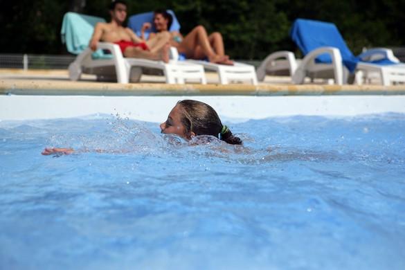 Apprenez à vos enfants à nager le plus tôt possible  ©Phovoir