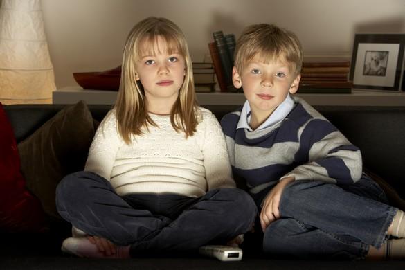 Non, la télévision n'est pas une baby-sitter…. ©Phovoir