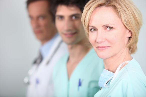 Au cours de ces consultations préopératoires, les médecins font preuve d'écoute et de disponibilité. ©Destination Santé
