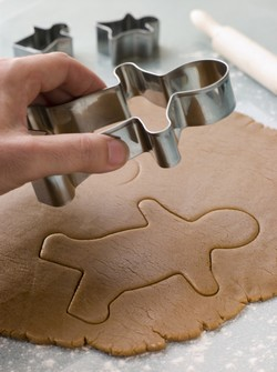 La préparation de sablés est un grand classique dont le succès auprès des enfants ne se dément pas. © Phovoir.