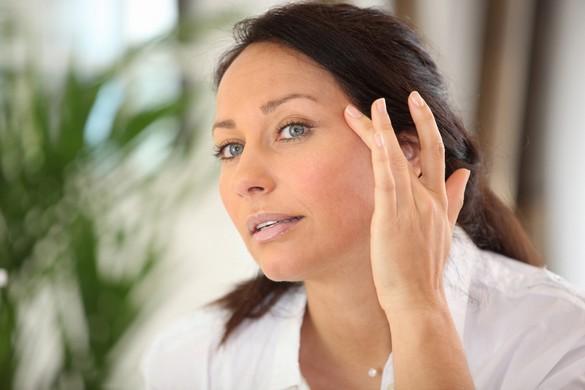 L'application d'une crème apaisante et cicatrisante diminue l'inconfort qui suit une séance de laser. ©Phovoir