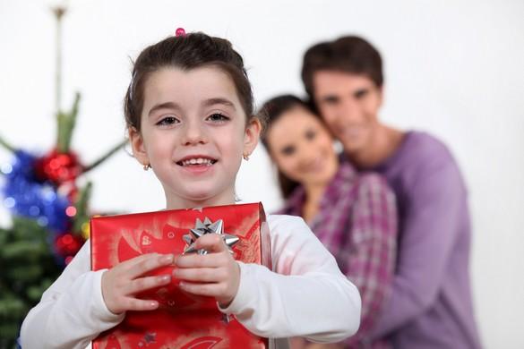 Avant 7 ans, mieux vaut troquer la tablette désirée contre un autre cadeau. ©Phovoir