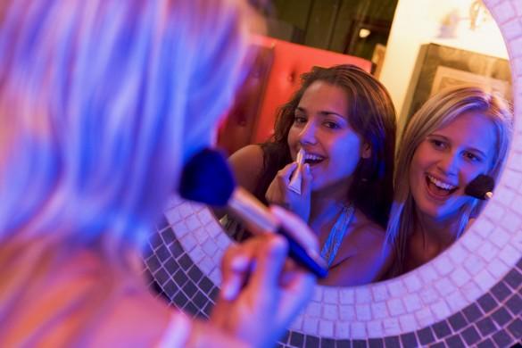 Les soirs de réveillon, toutes les fantaisies maquillage sont permises. ©Phovoir