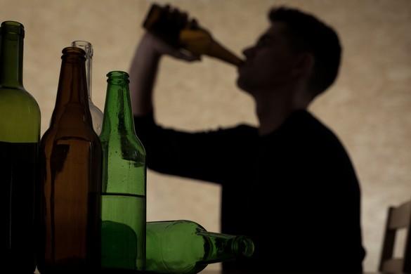 L'altération de la matière blanche chez les jeunes consommateurs régulièrement adeptes des épisodes de binge-drinking. Photographee.eu/shutterstock.com