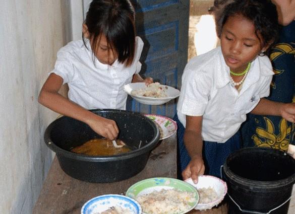 Repas à base de riz enrichi dans une école cambodgienne. ©IRD/F. Wieringa