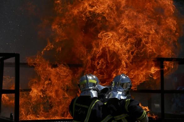 Macron arrive à Rouen, un mois après l'incendie — Lubrizol